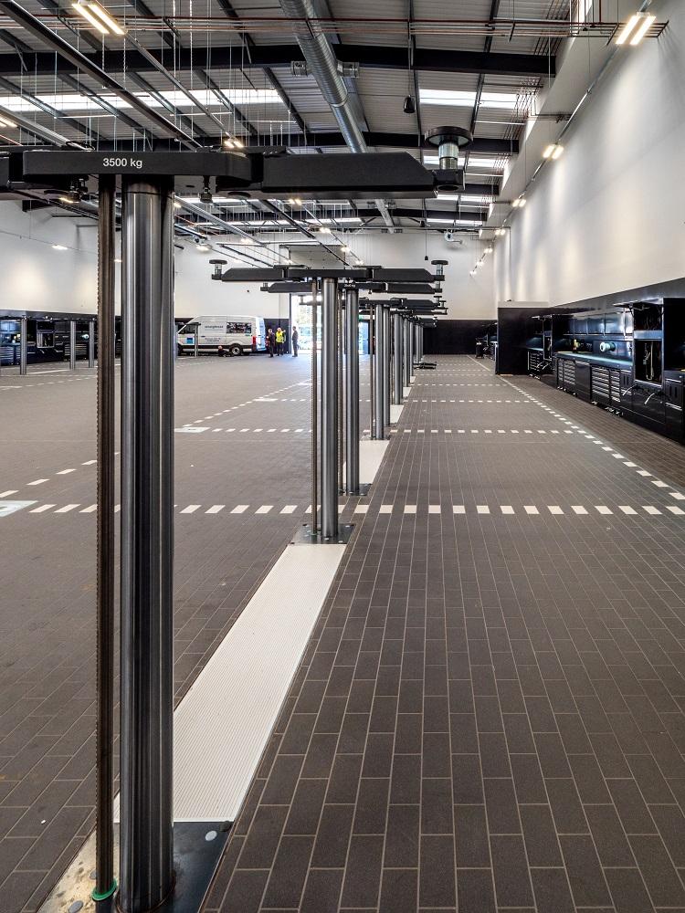 Mercedes Benz West Drayton Workshop